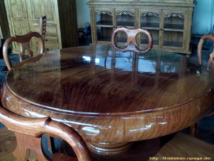 Riesieger Baumtisch