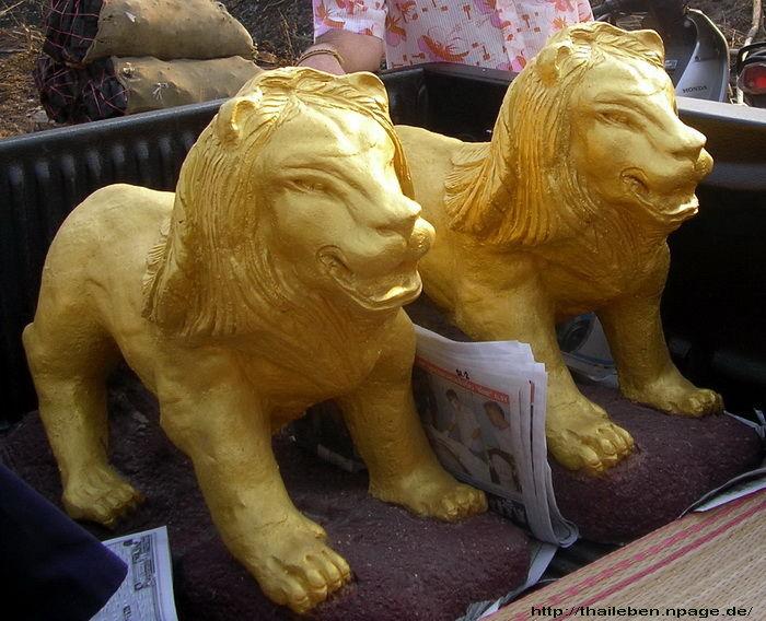 zwei Löwen golden bemahlt