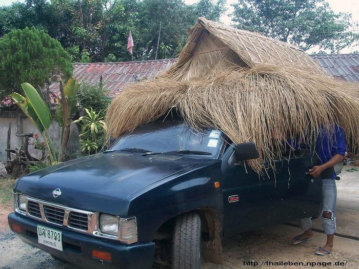 Auto mit Strohdach