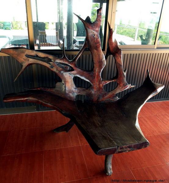 Stuhl aus einer Wurzel