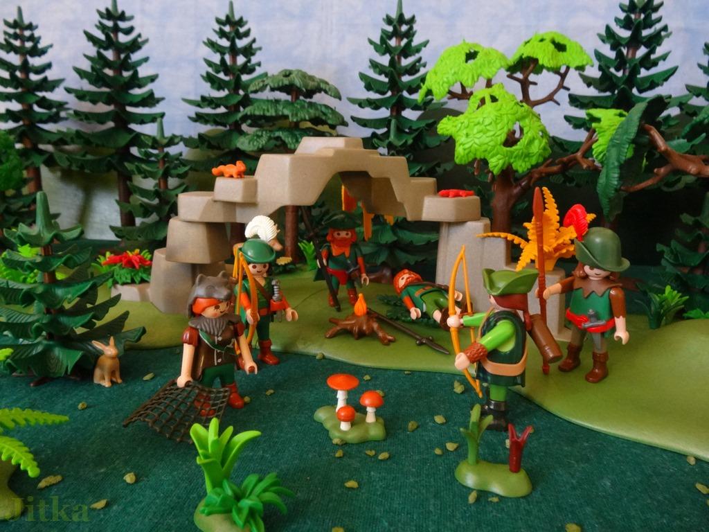 Bild Die Jäger finden Thoralf neben einen fast verloschenem Lagerfeuer.