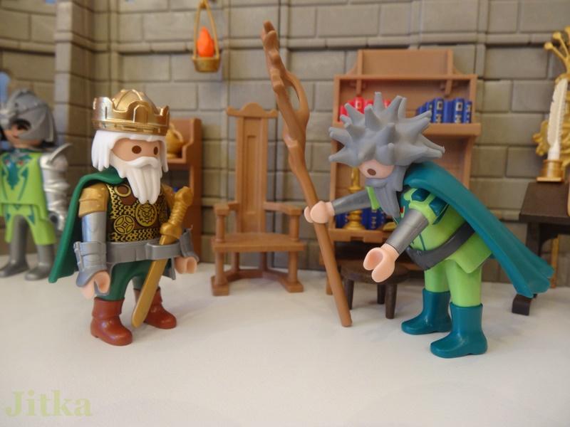 Der Zauberer verneigt sich vor dem König.