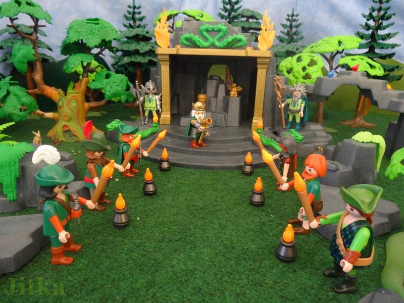 Die Jäger des Walde stehen Spalier mit Fackeln und warten auf die zukünftigen Gardesoldaten.