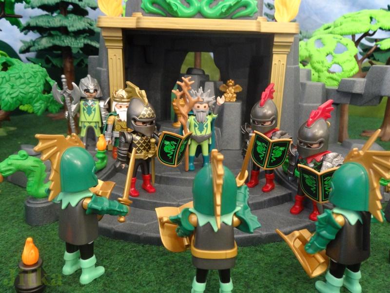 Der Zauberer vereidigt die Ritter der grünen Garde.