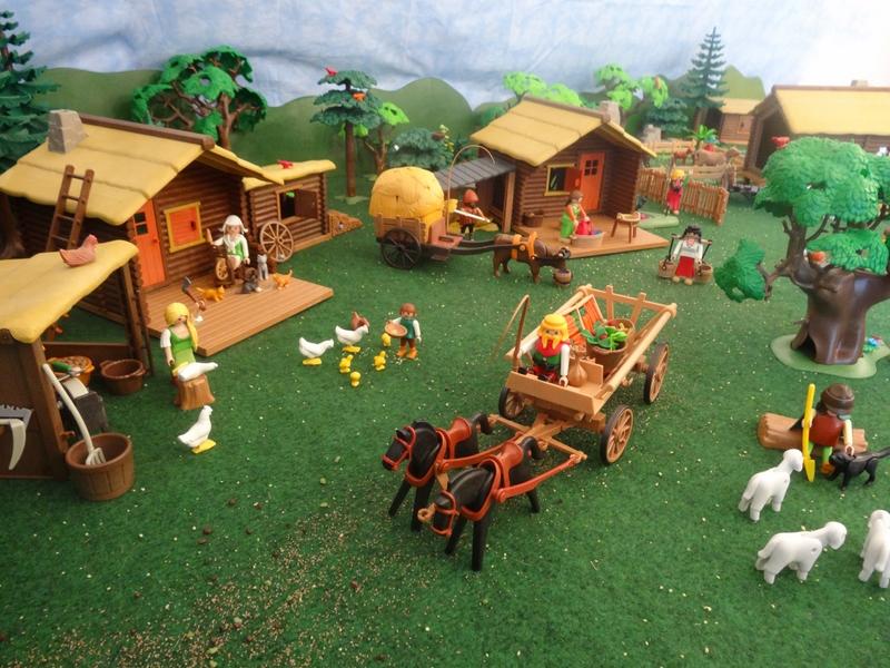 Dorfleben - ein Mann verlässt das Dorf mit einem Pferdegespann