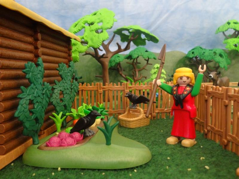 Die Bäuerin im Gemüsegarten versucht die Krähen zu verjagen.