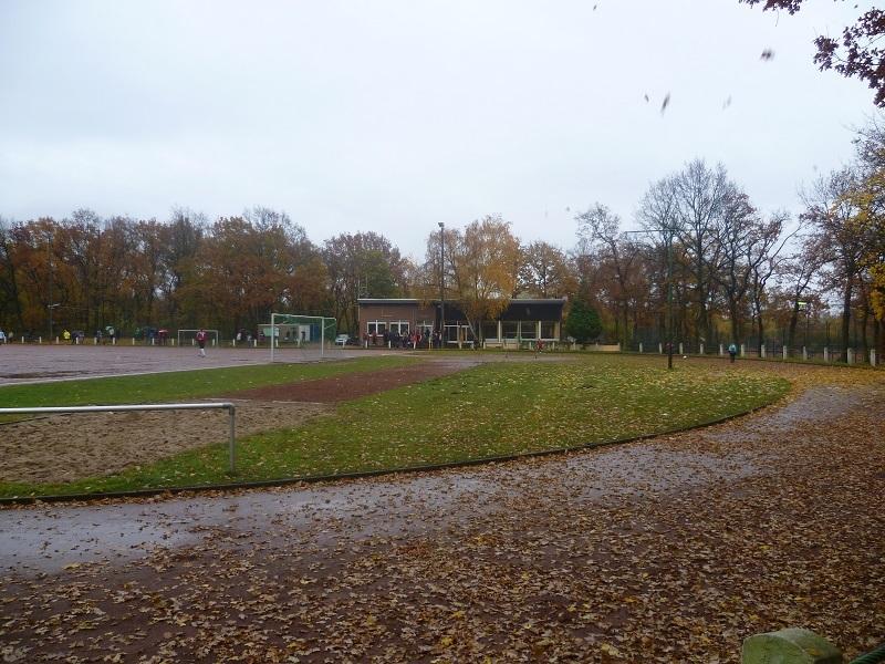Sportanlage_Raiffeisenstraße_Nebenplatz