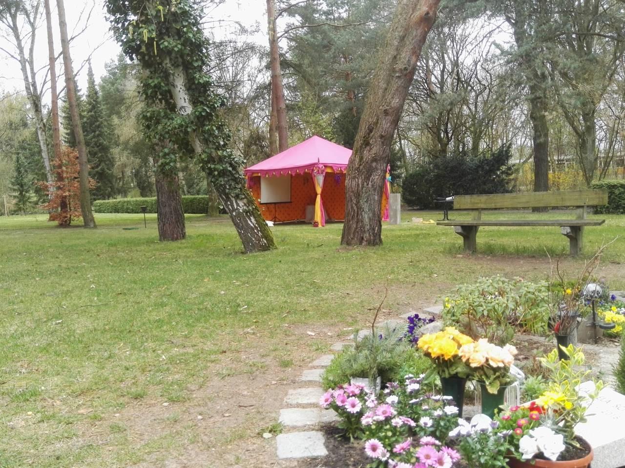 Zelte für ein Trauerfeier, Friedhof Bestattung, Urnbeisetzung