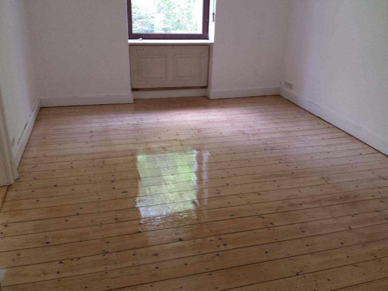 Dielenboden abschleifen, Firma  Baron  für  alle  Fälle     Raumausstatter - Fußbodenleger -  Renovierungen -Dielenboden Dielenboden - Verlegung - Restaurierung und Sanierung, Aufbereitung / Aufarbeitung verschlissener Stellen.
