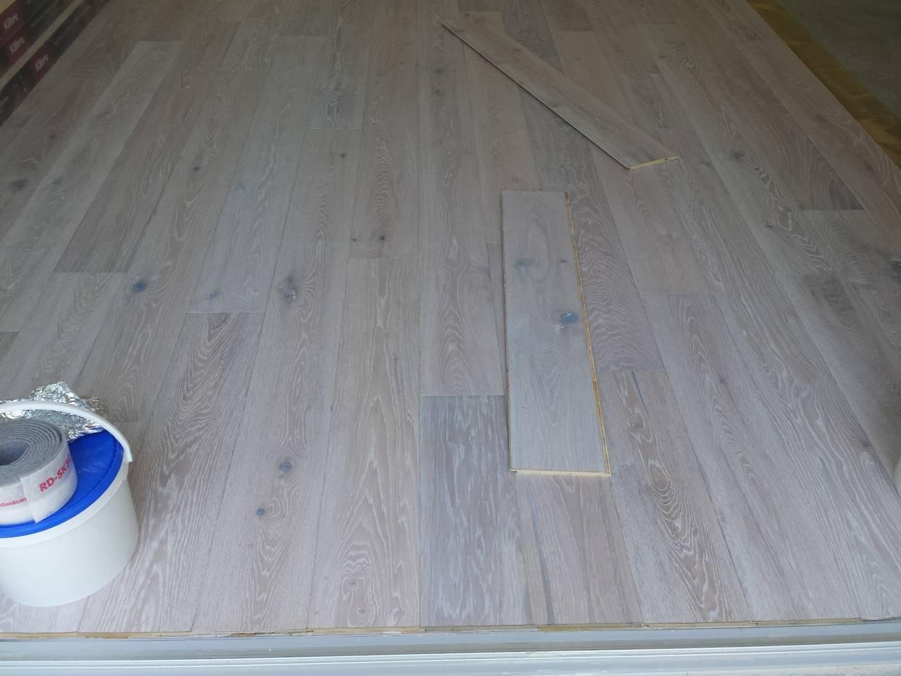 Fertigparkett verlegen, Fußbodenleger  Firma  Baron  für  alle  Fälle    Firma  Baron  für  alle  Fälle     Raumausstatter - Fußbodenleger -  Renovierungen -Dielenboden Parkettleger - Verlegung - Restaurierung und Sanierung, Aufbereitung / Aufarbeitung verschlissener Stellen.
