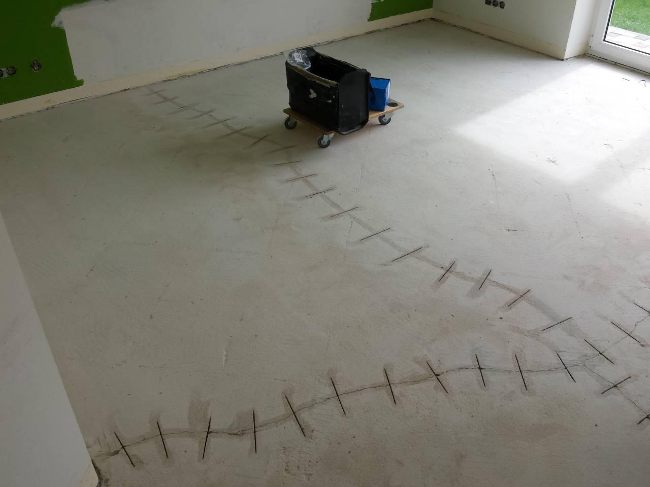 Fußboden verharzen wegen der Spannungsrisse