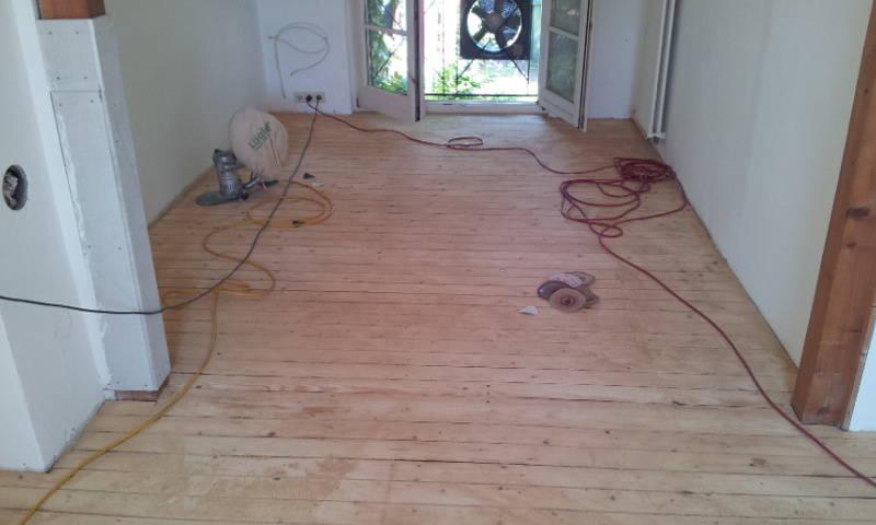 Firma  Baron  für  alle  Fälle  Raumausstatter - Fußbodenleger -  Renovierungen - Dielenboden Dielenboden - Verlegung - Restaurierung und Sanierung, Aufbereitung / Aufarbeitung verschlissener Stellen...