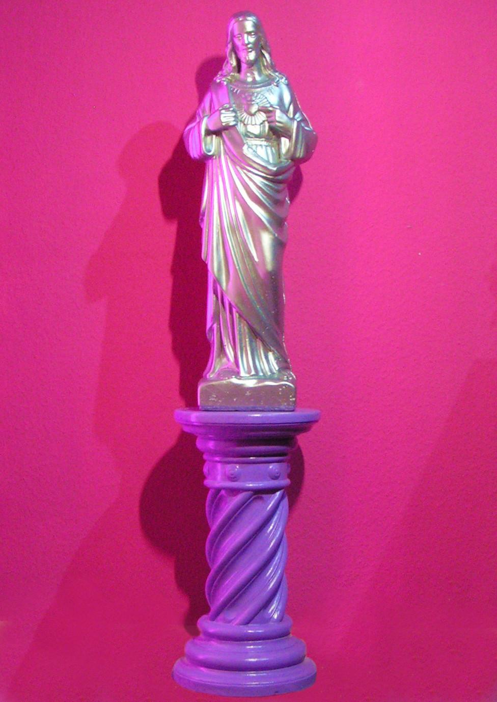 Jesus-Statue auf Podest