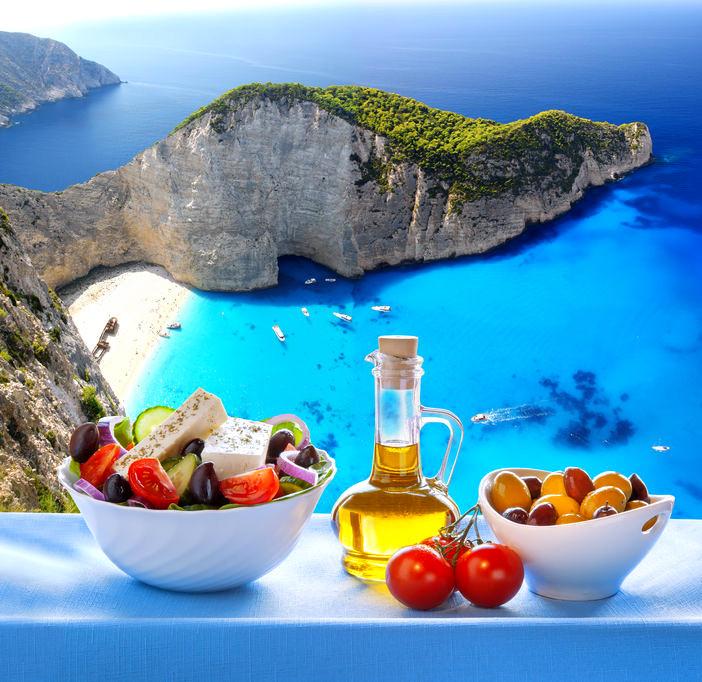 Mediterraner Salat + Öl und Oliven