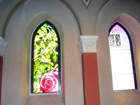 Rosenfenster im Kloster