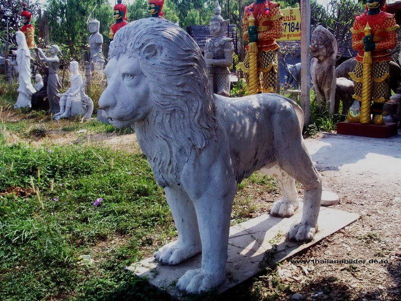 Steinfiguren Löwe stehend