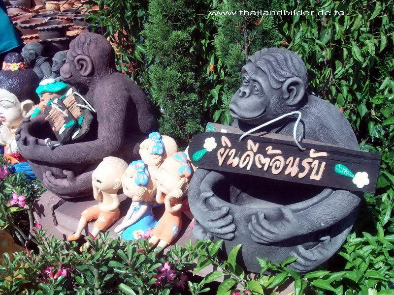 Steinfiguren Affen Willkommen