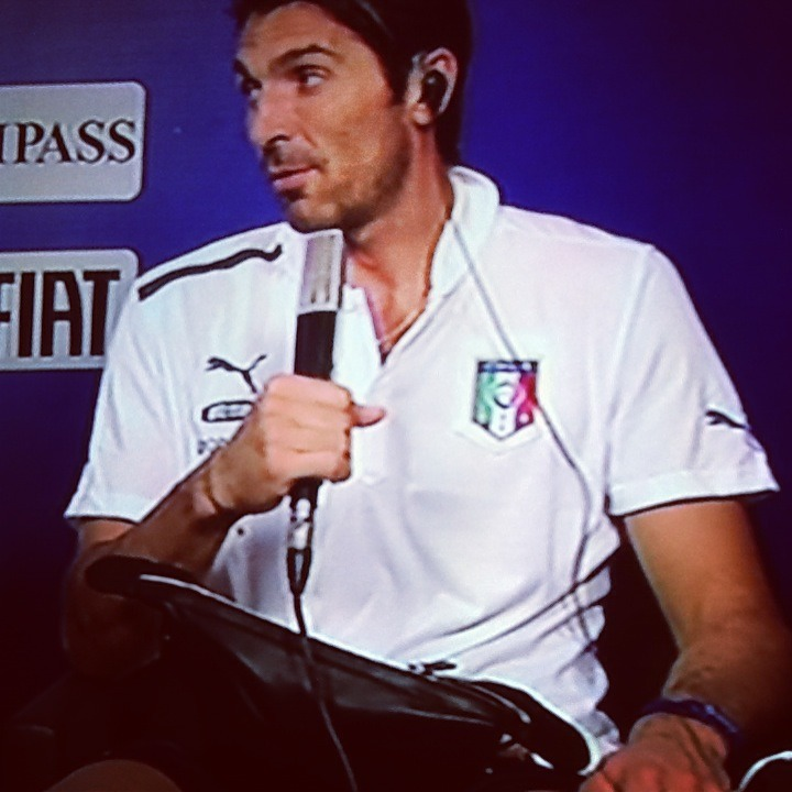 Gianluigi Buffon rettet Italien