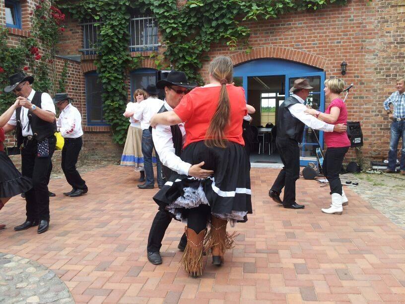 line and couple dance cooperation brandenburg