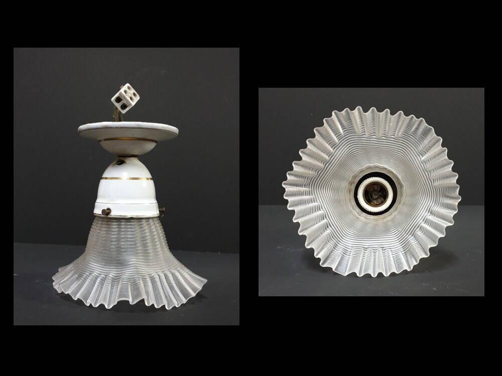 Art Deko Jugendstil Glas Lampe Blütenform Milchglas