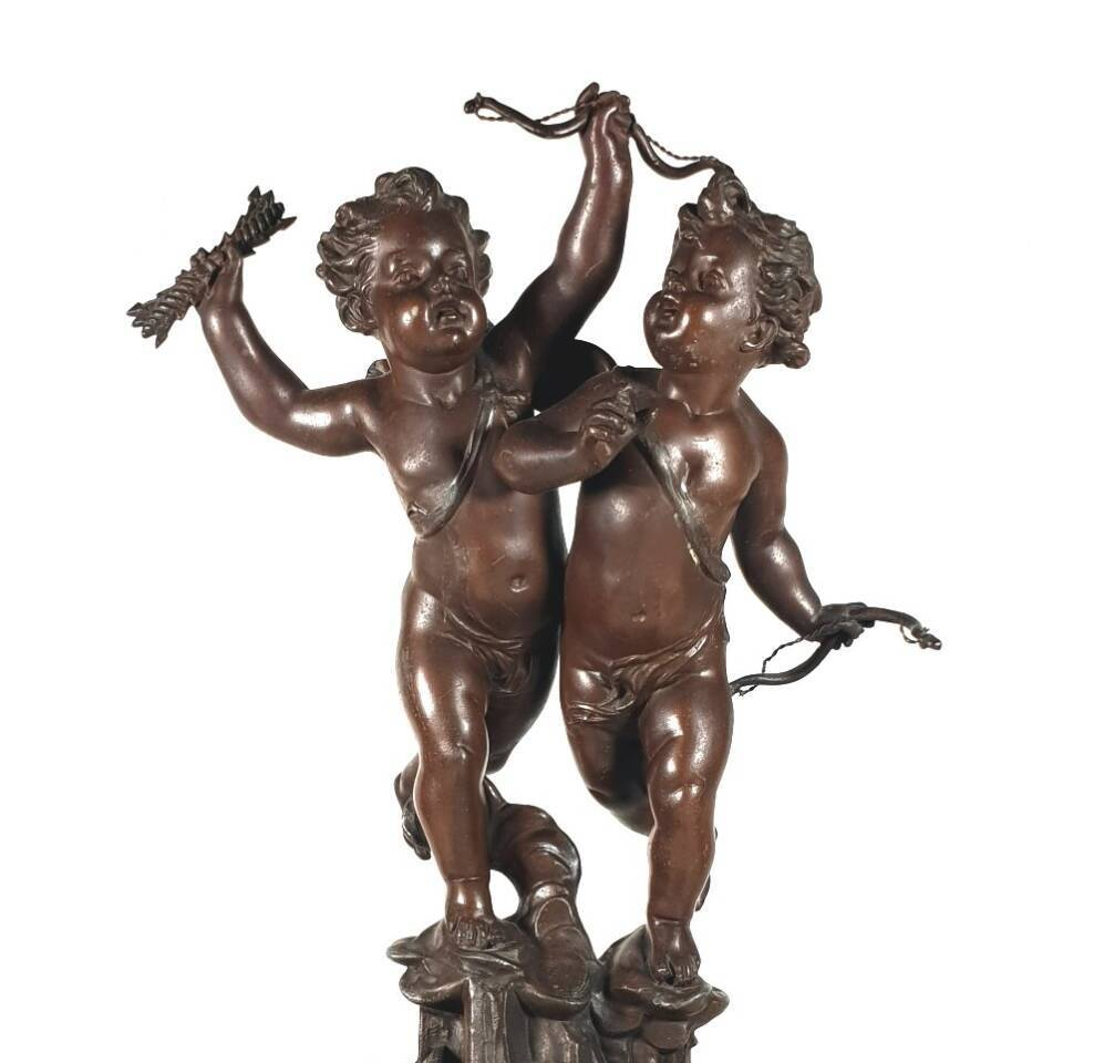 2 Puttis aus bronziertem Weißblech, Bronzefiguren