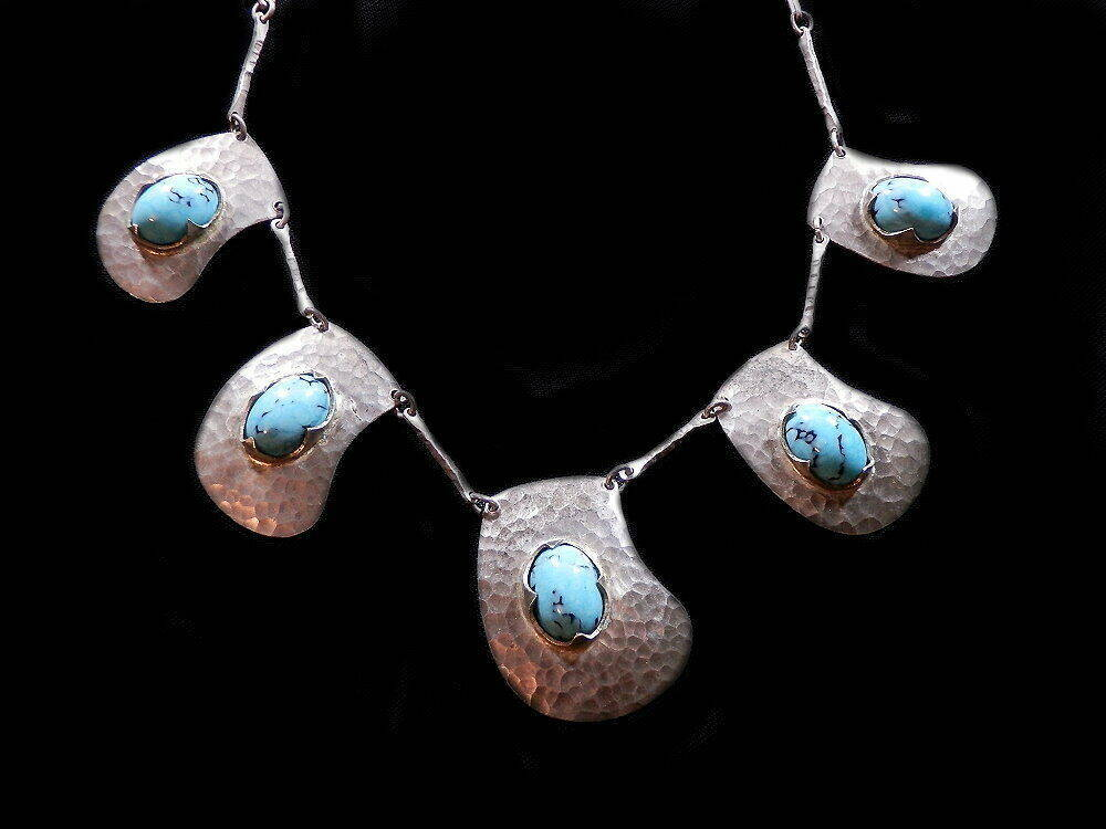 alte Türkis Halskette mit Hammerschlag Silberdekor