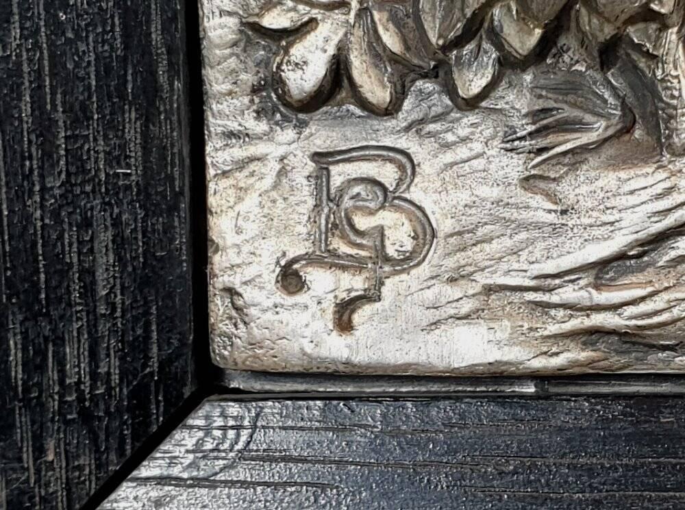 altes plastisches Zinn Pferde Bild im schwarzen Holzrahmen