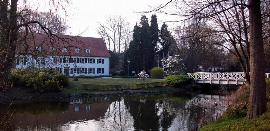 """Bad Holzhausen - Herrenhaus des ehem. Rittergutes Holzhausen, jetzt """"Haus des Gastes"""""""