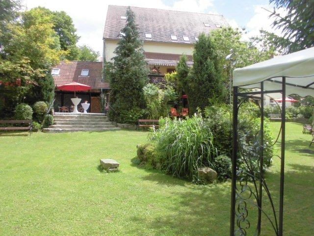 Im Künstlerhof-Hochzeits-Garten