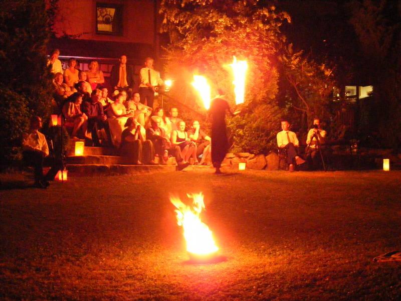 Feuershow zur Hochzeit im Künstlerhof Wyand