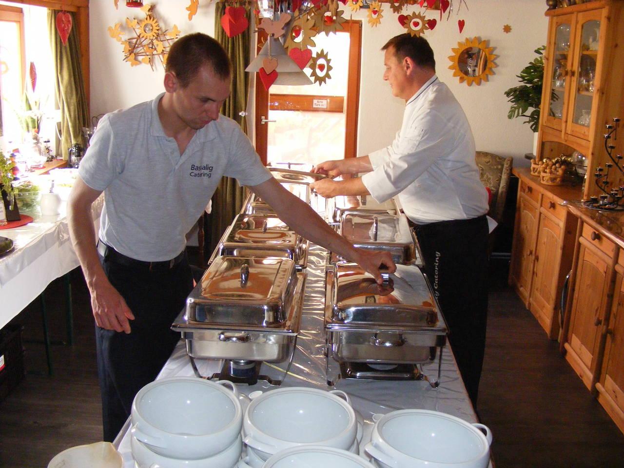 Der Catering-Service liefert das Festmahl