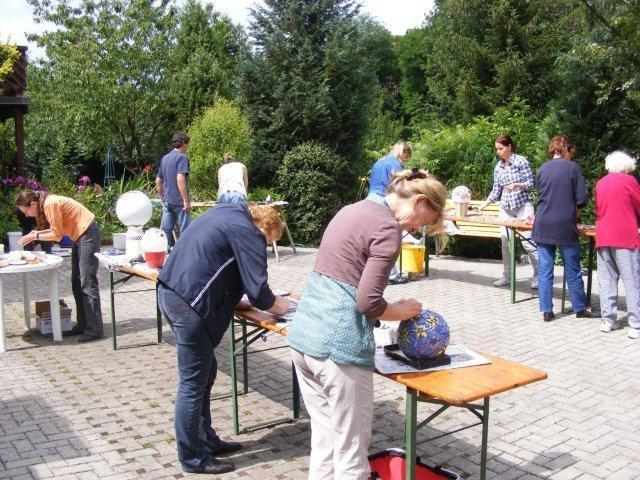 Mosaik-Kurs im Künstlerhof-Hof