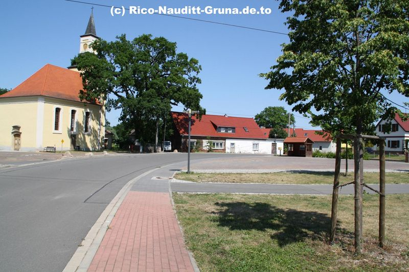 Dorfplatz Kirche Gruna