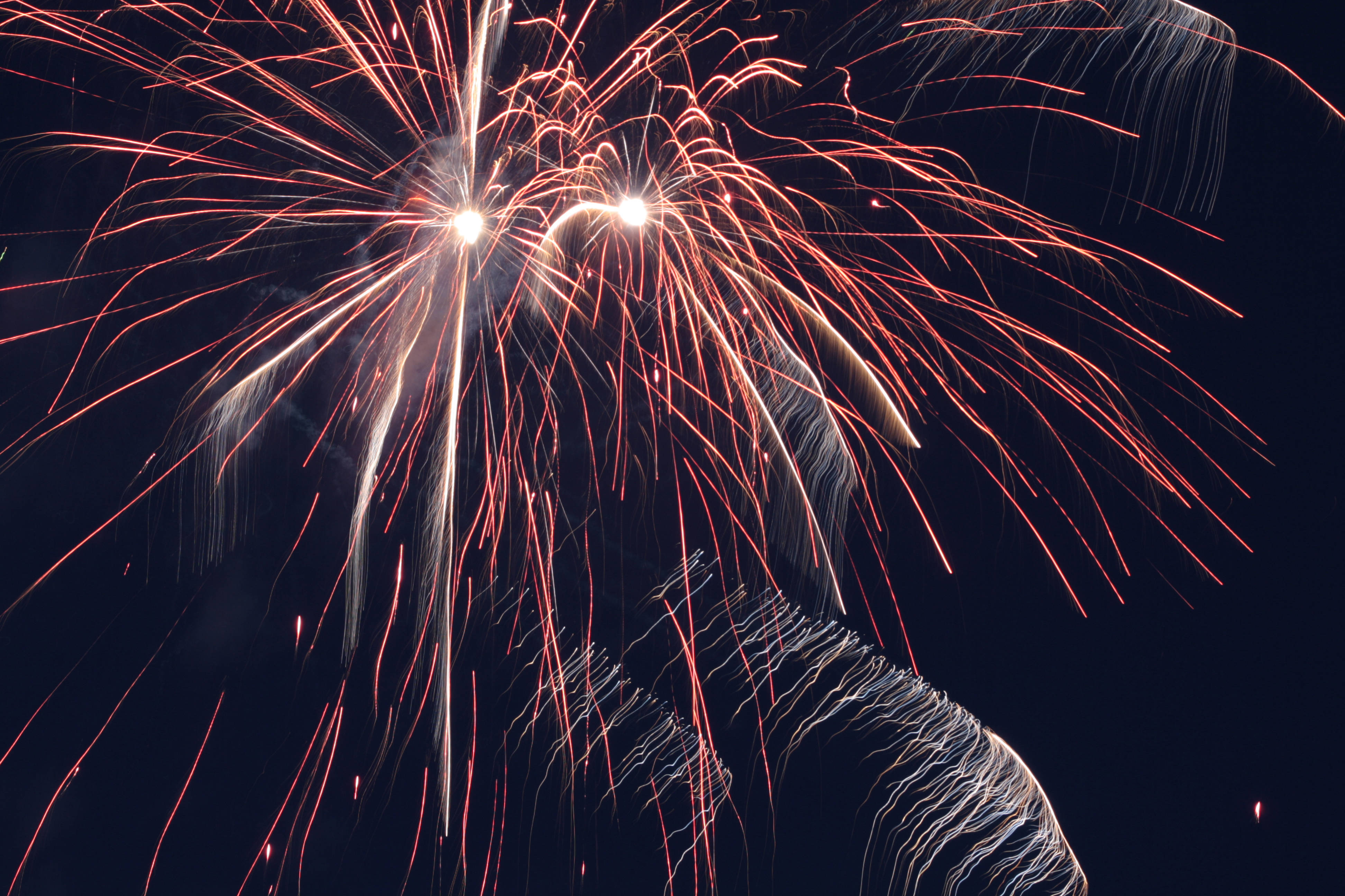 Ein Feuerwerk zum selber zünden können Sie bei Feuerwerk-Workshop während des gesamten Jahres erwerben.