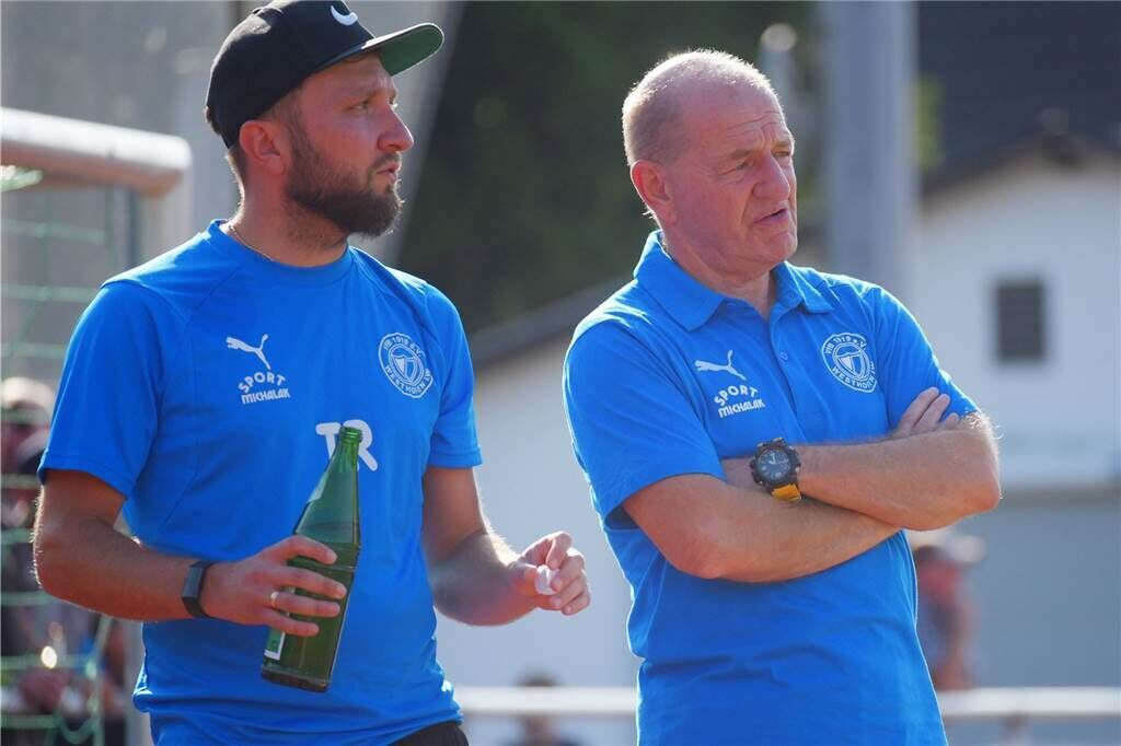 Lothar Huber (re.) und Christoph Pajdzik bilden das Trainerduo beim VfB Westhofen.