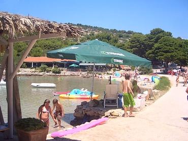 Kajak miete tretboot verleih strandbar lantana ferienhäuser ferienwohnungen urlaub insel murter dalmatien kroatien