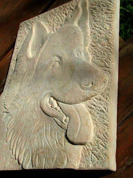 Bildhauer Frank Döhler, Relief Schäferhund von der Seite