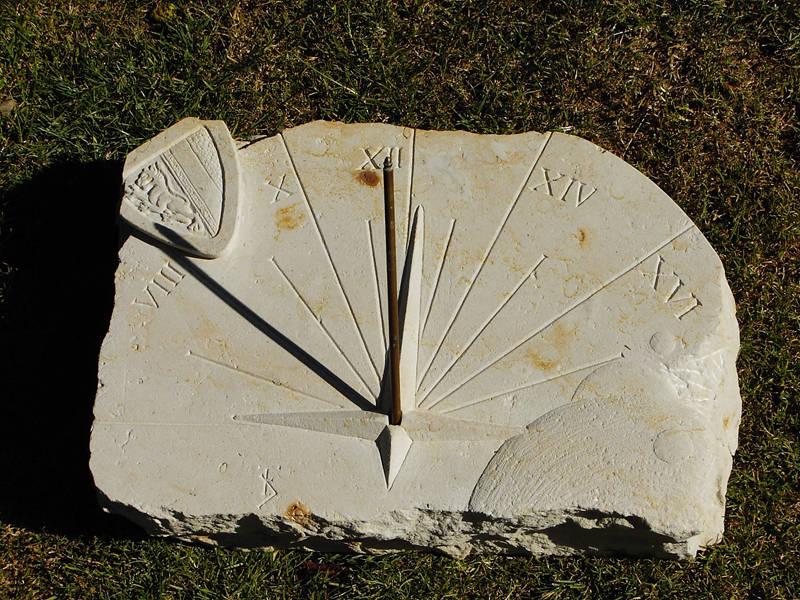 Bildhauer Frank Döhler, Sonnenuhr horizontal, Sandstein