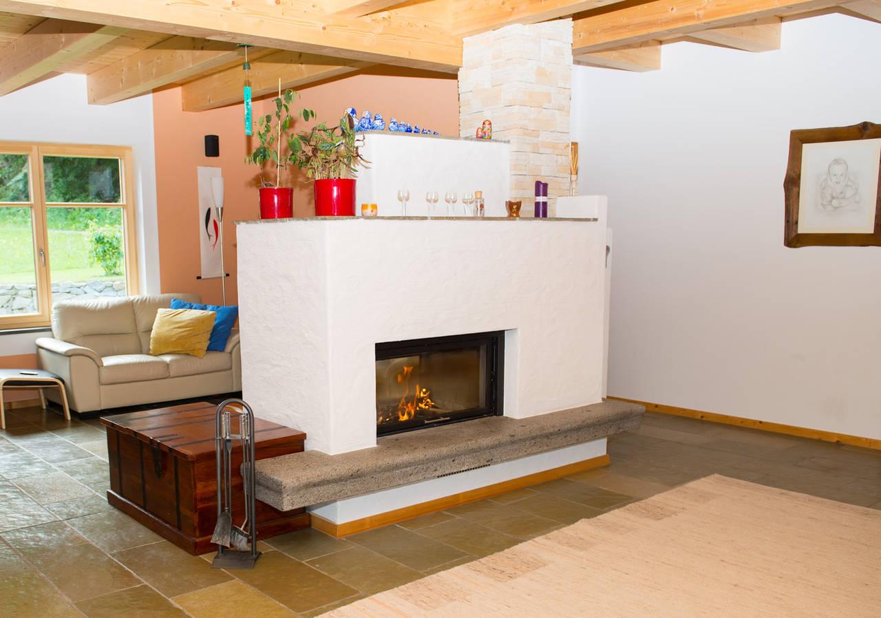 kaminofen als raumteiler wohnzimmer moderne kamine design aus polen kaminen preise mit sitzbank. Black Bedroom Furniture Sets. Home Design Ideas