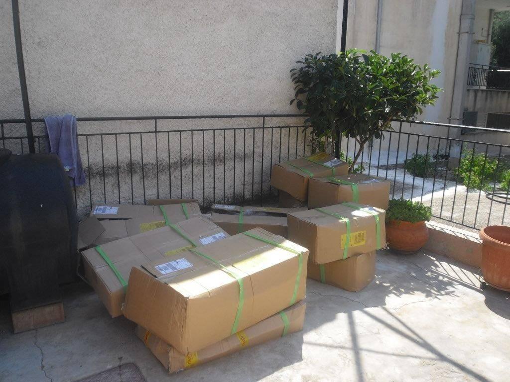 Ankunft der ersten Pakete