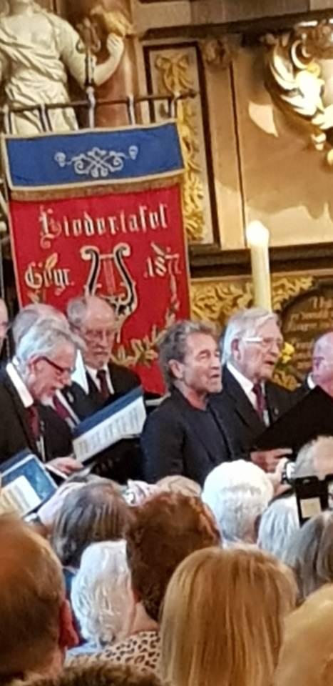 Eddelaker Männerchor mit Peter Maffay und Über sieben Brücken musst du gehen...